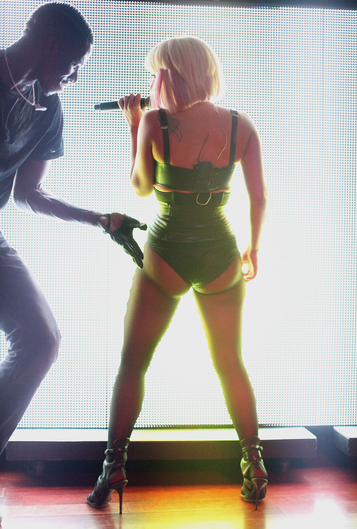 Whooty Photos http://thejamkingshow.wordpress.com/2009/04/12/lady-gaga-in-concert-whooty-2/