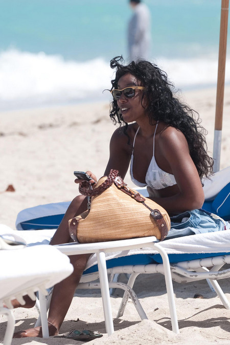 Exclusive: Kelly Rowland Hits The Beach In A Sexy Bikini